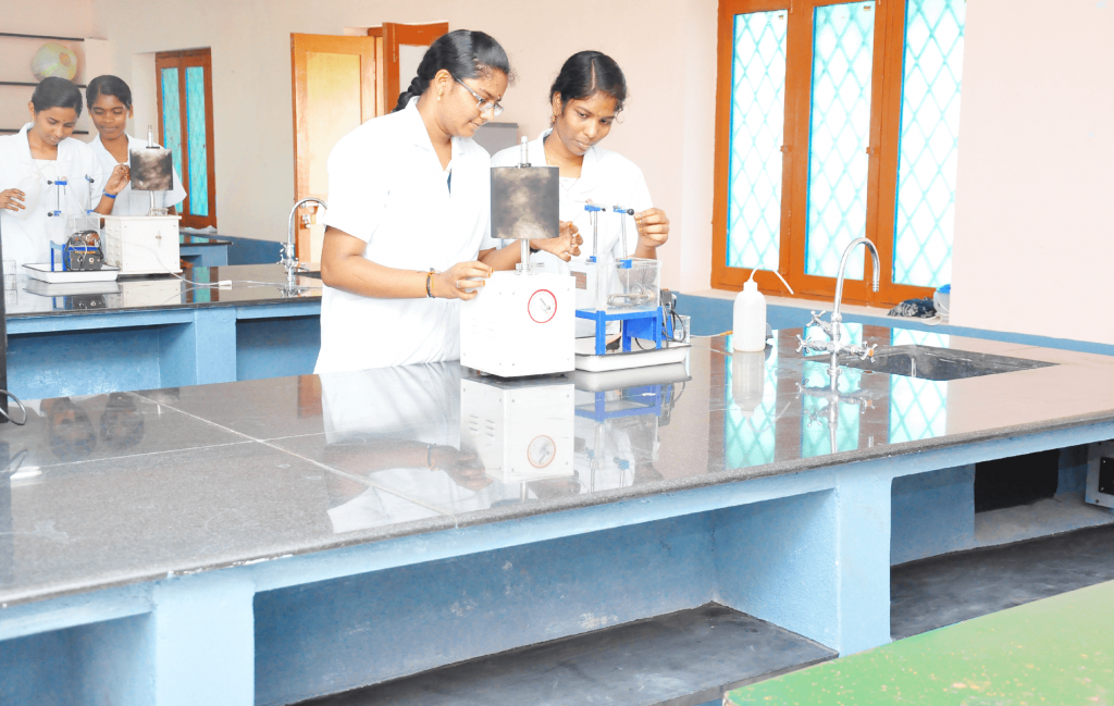 pharm-d-colleges-in-tamilnadu-roever-pharmacy-college.png